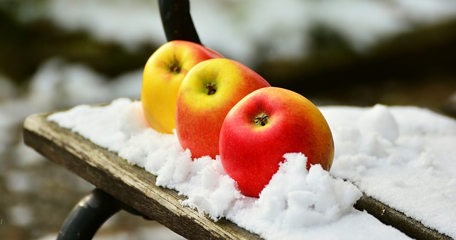 яблоко, снег, зимой